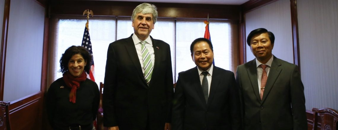 Senior U.S. Health Official Advances Cooperation with Laos